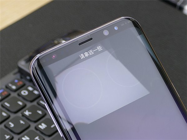 三星S8手机虹膜解锁测试:速度比你想象的还快
