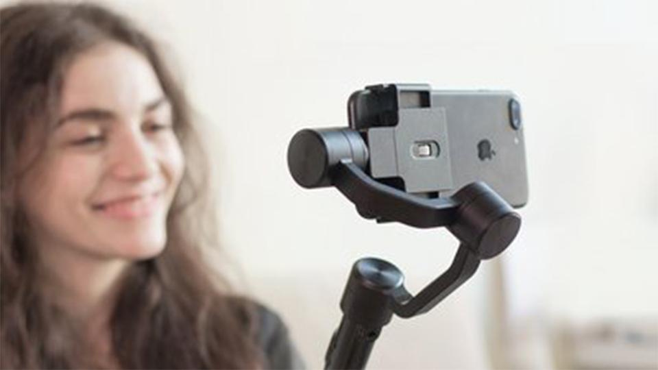 【智能界大百科】当自拍杆遇上高科技,是怎样的体验?