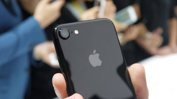 """苹果和高通""""互撕""""  富士康却成了最尴尬的角色"""