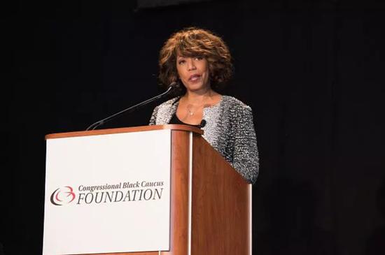 苹果提拔一非洲裔女性当副总:推进员工多元化