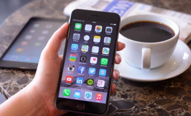 """""""2比1""""瘦长屏手机爆发 今年预计卖1.5亿部"""