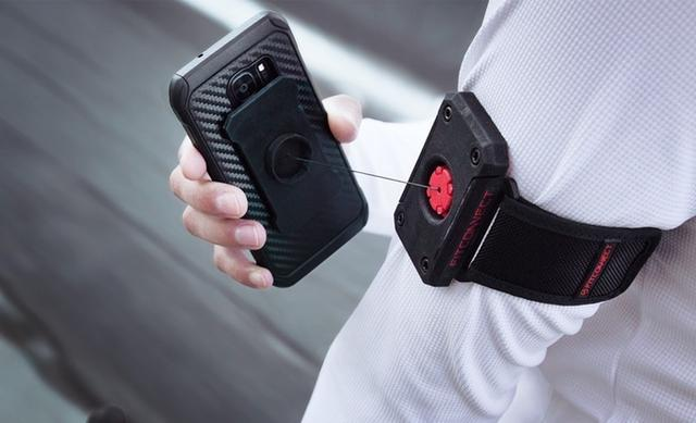 【智能界大百科】FitConnect让跑步出行更便捷的手机固定臂带