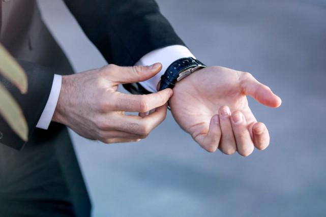 Smart Buckle智能表带 只需要更换表带就可以让机械手表变得智能