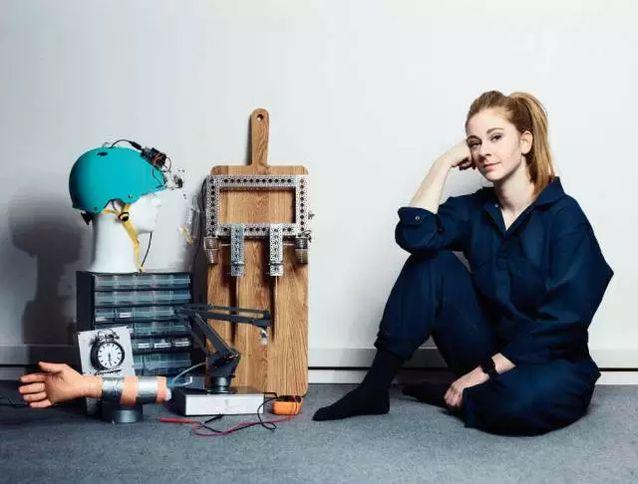 理工妹子Simone Giertz发明叫床机器人