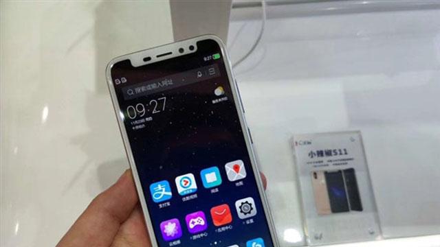 小辣椒展出了一款S11新机,竟然与iPhoneX一样是刘海屏