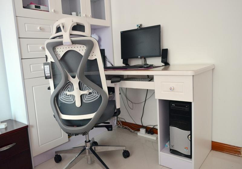 人体工学科学护腰,助你告别职业病,黑白调双腰托电脑椅体验