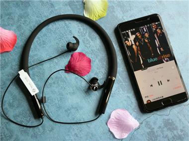 脉歌TX-90颈挂式蓝牙耳机:轻盈舒适防水佳,户外运动的好音质优选