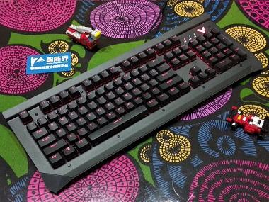 脏了也不怕, 可直接水洗的键盘雷柏V750