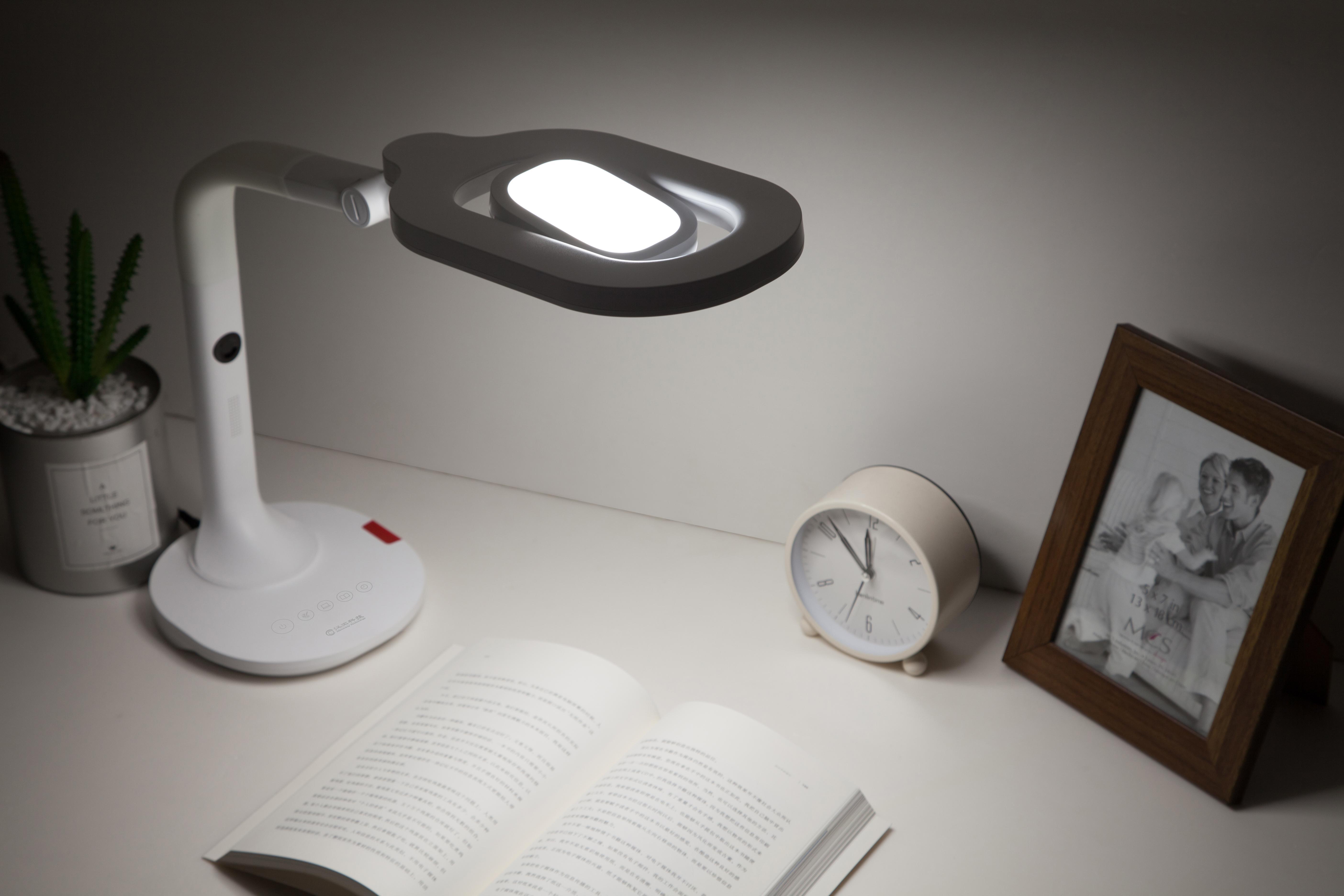 更懂光的语言,汉王智能台灯开启智能护眼新时代
