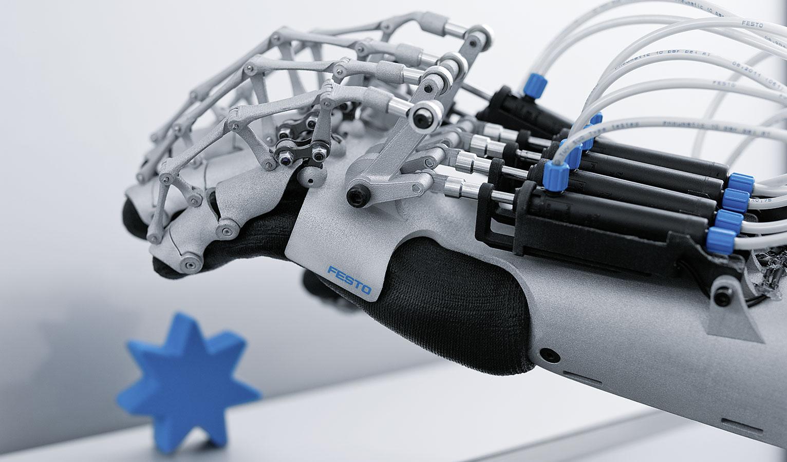 它由可穿戴的机械手套和外骨骼机械手臂两部分组成,像手套一样佩戴,然图片