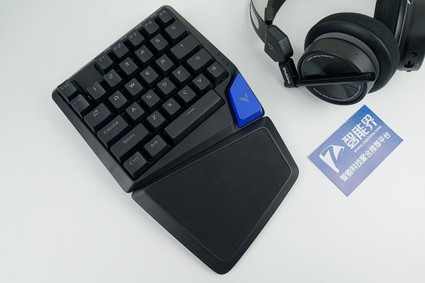 单手吃鸡就是这么爽,雷柏V550RGB游戏机械键盘体验