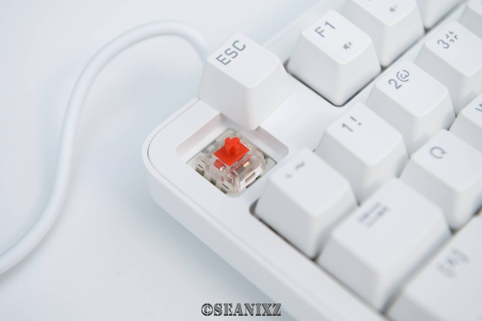精致外形与极致手感:雷柏MT710办公机械键盘