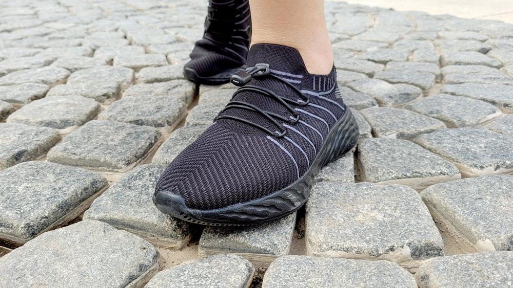 """放弃不好看的雨靴吧!这款国产""""小黑鞋""""踩水坑也不怕"""