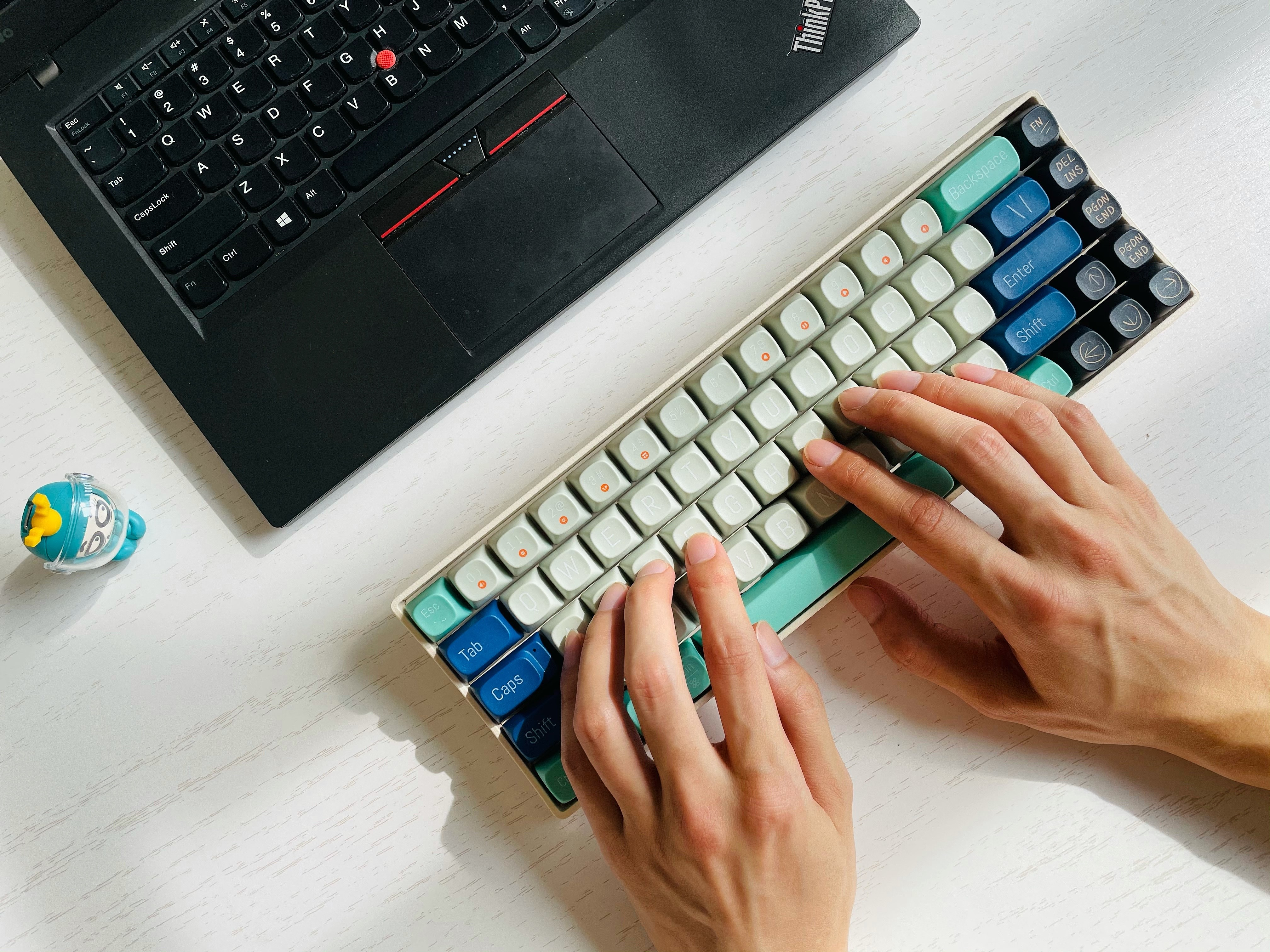 有颜值、有个性、就是玩——洛斐小翘机械键盘