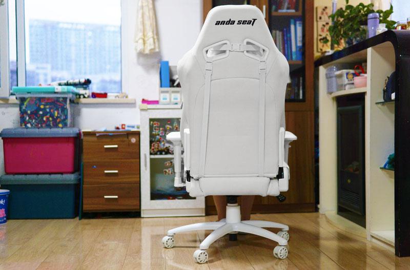 """""""冰封王座""""体验:超千元电竞椅神奇在哪?从视觉到触觉都是享受"""