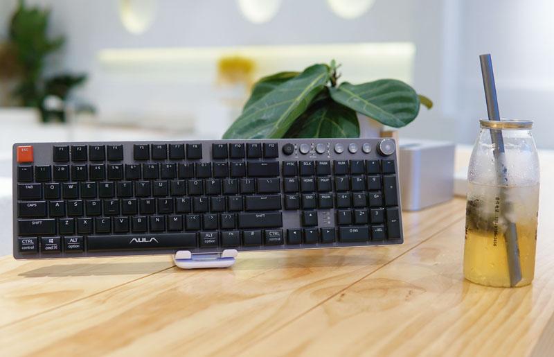 实力远超票价!狼蛛打造,这款机械键盘跟你所认知的全都不同!